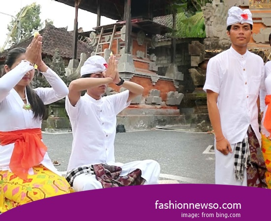 Example Of Model Clothes Traditional Javanese People