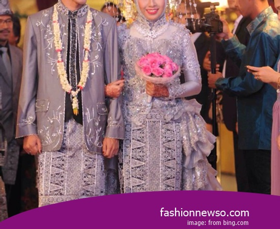 Some Motif Of Apparel Traditional Weddings Cele Maluku In Indonesia