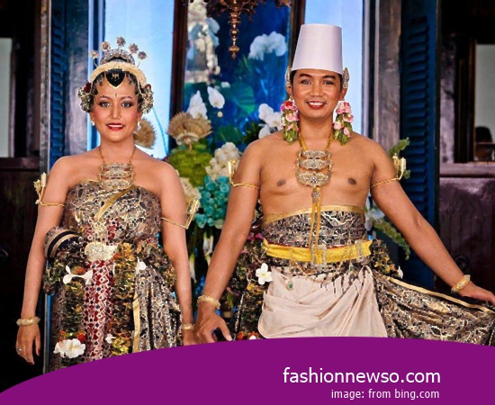 Craftsmen Of Clothing Traditional Weddings Lombok NTB In Indonesia