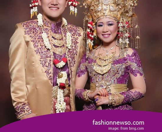 Craftsmen Of Clothing Traditional Weddings Bone Onion Lampung In Indonesia