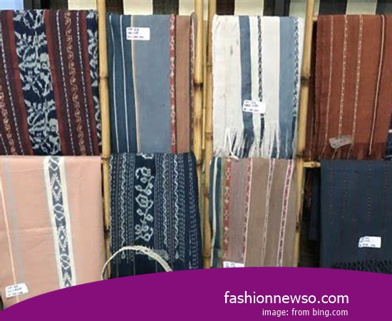 Sorts Models Woven Cloth Traditional Striated In Indonesia